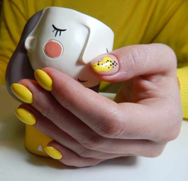 Жёлтый маникюр