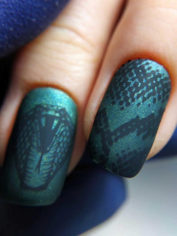 Стемпинг дизайн рептилия на ногтях